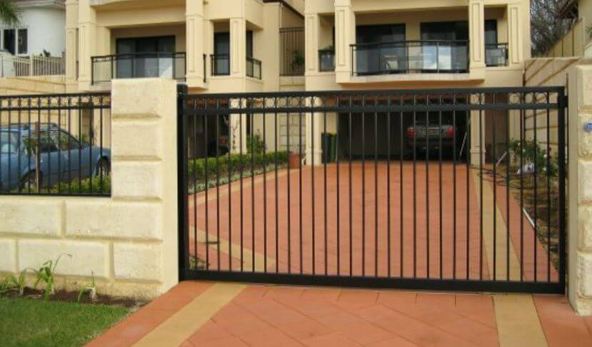 Motorized gate contractor