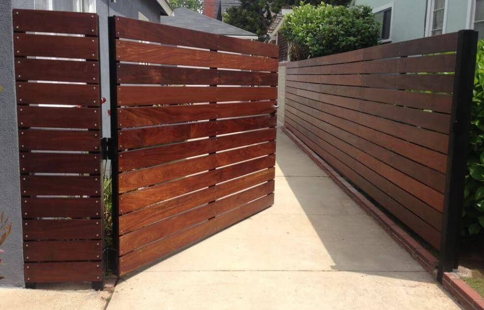 timber fencing contractor
